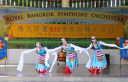 图4:藏族舞《雪莲迎客》